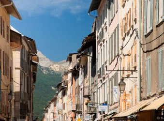 Rue Manuel, Bracelonnette with view to mountains