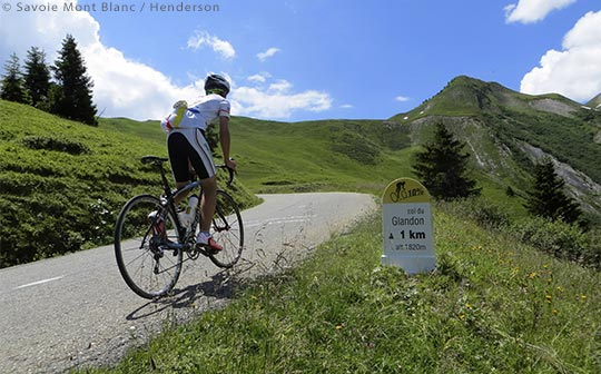 Cyclist on the Col du Glandon, French Alps ©Savoie Mont Blanc / Henderson